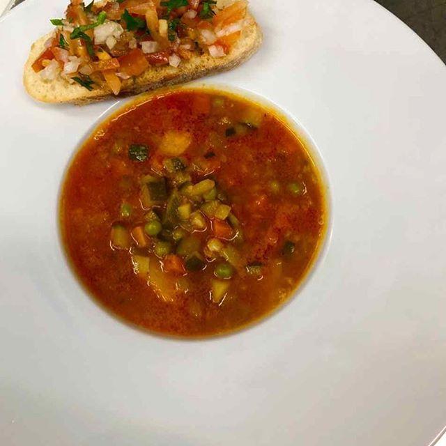 Vorspeise: libanesische Gemüsesuppe